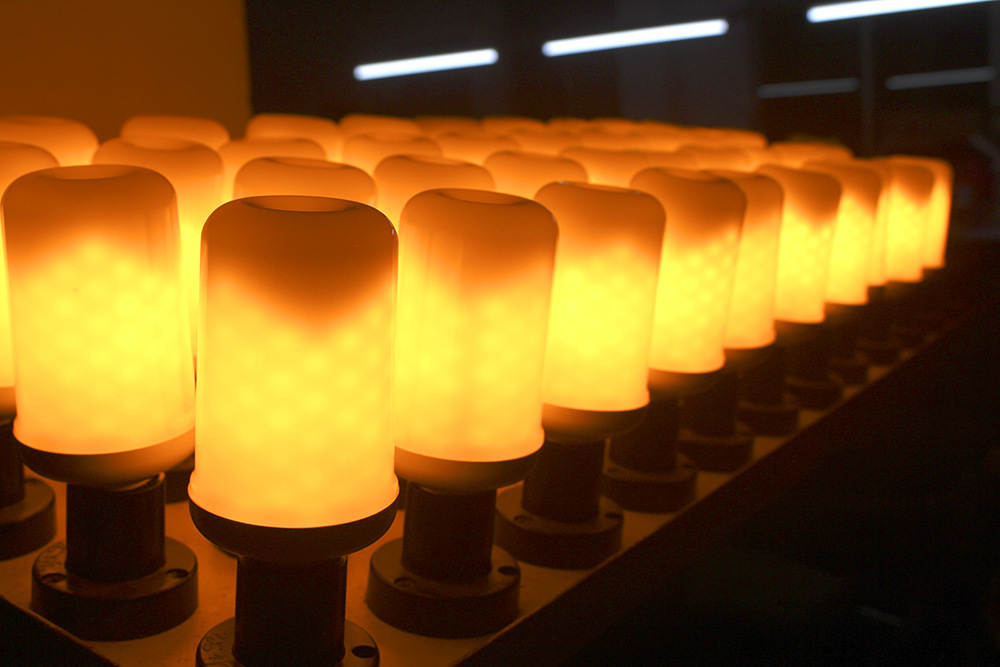 Купить с кэшбэком E27 LED bulb Dynamic Flame Effect LED Corn lamp with blue Dynamic Emulation Fire Burning Flicker Bulb light E26 LED Bulb Lamp
