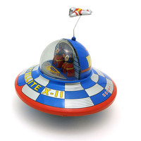 Vintage Clockwork Wind Up space ship toys Photography Children Kids Adult space ship Tin Toys Classic Toy Christmas Gift