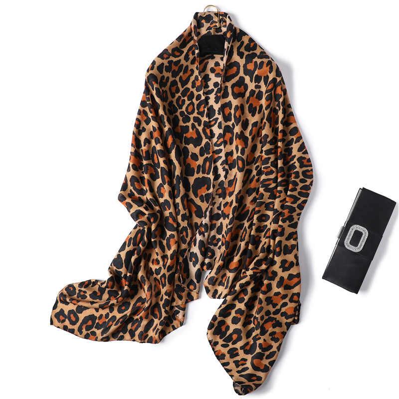 Cotone Sciarpa Del Leopardo Delle Donne di Inverno di Stampa Musulmano Hijab Sciarpe Delle Signore di Modo Delle Ragazze Scialle Wraps Nero lungo Foulard Foulard Femme