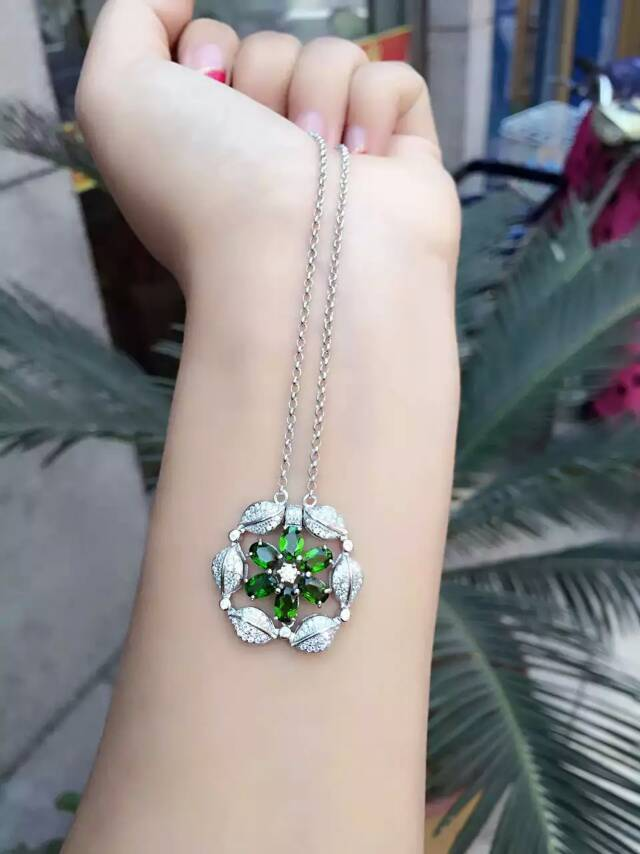natural green diopside Necklace natural gemstone Pendant Necklace Two kinds wear Girls women round steamer Flowers party Jewelry