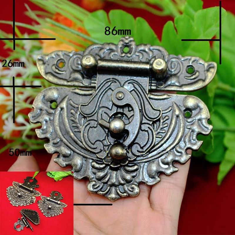 цены Antique Latches Catches Hasps Solid Clasp Buckles Agraffe Small Lock For Wooden Box Hardware,Vintage Heart Locks