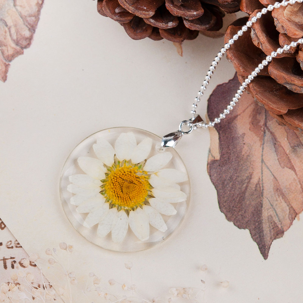 Dried Flower Necklace yellow-white petals