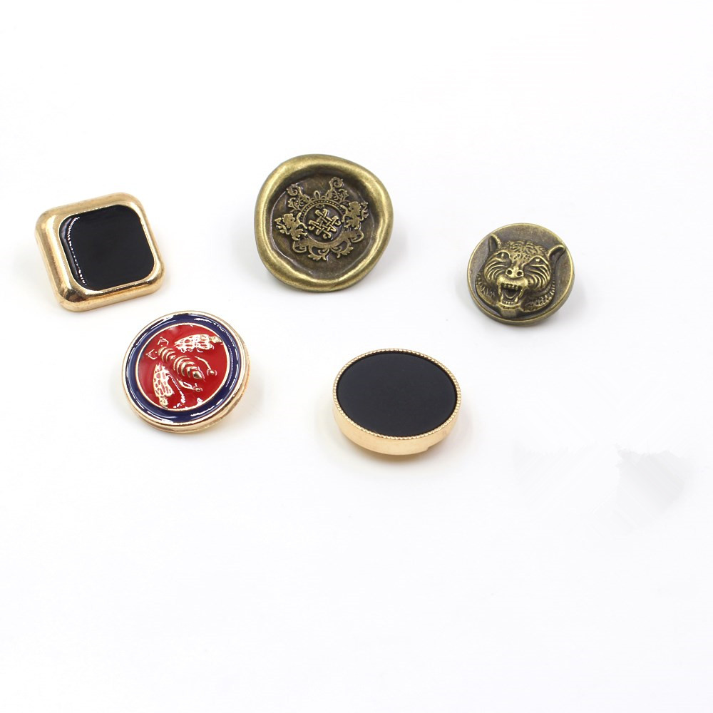 B0602 20 x 15mm Round Black Buttons