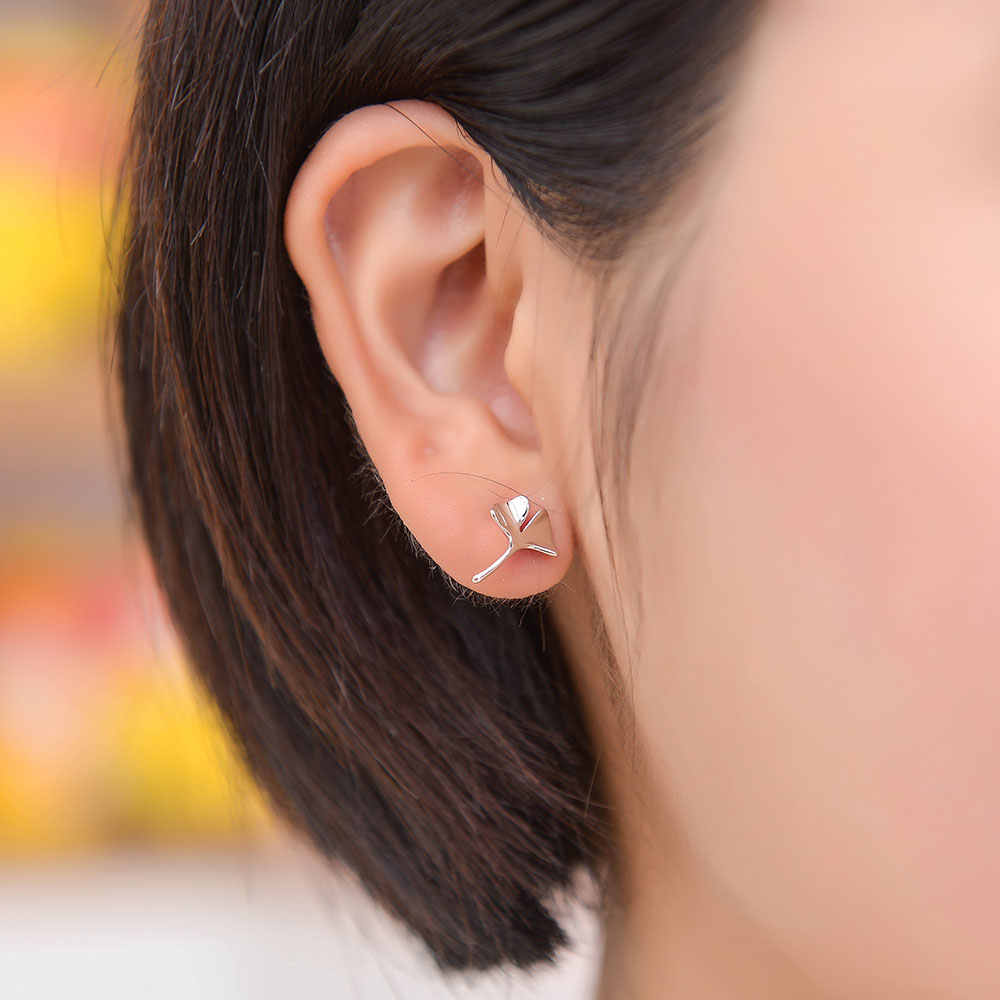100% 925 スターリングシルバーフラワースタッドピアス Vnistar クローバー耳のスタッド卸売イチョウ女性