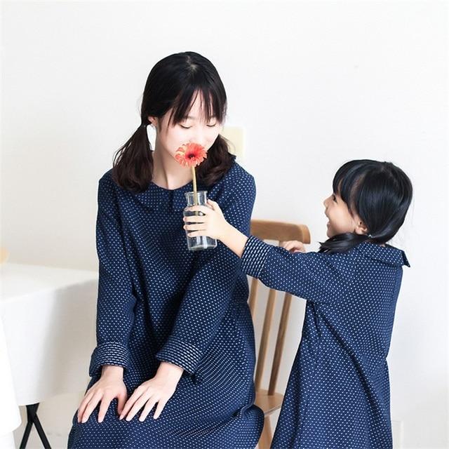 2017 бренд хлопка с длинным рукавом нагрудные горошек старинные случайные девушка платье семьи сопоставления одежда набор мать и дочь платья
