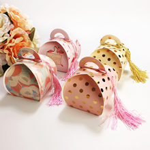 10pcs/lot Flamingo Polka Dot Candy Box Wedding Favors Gifts Box Paper Candy Boxes Chocolate Bags Baby Shown Party Supplies 10pcs lot cake candy hand strap butterfly decorative gifts paper foldable box for apple candy cookie party gifts packing box