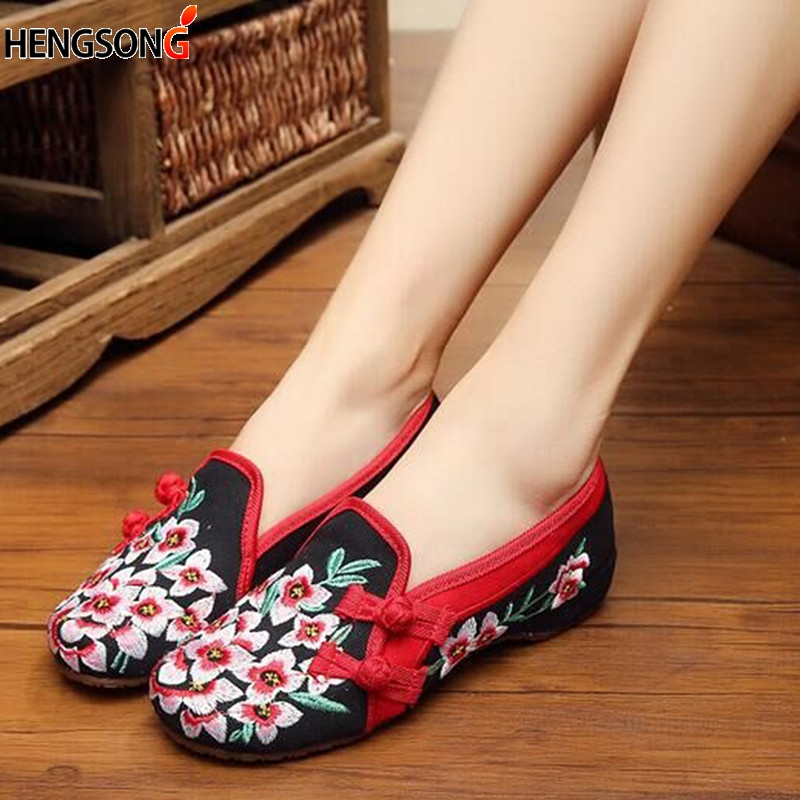 Ladies Old Peking Flower Shoes Women Casual Flats Shoes Peach Blossom Embroidered Cloth Clogs Shoes Super Soft Flats Girls 1