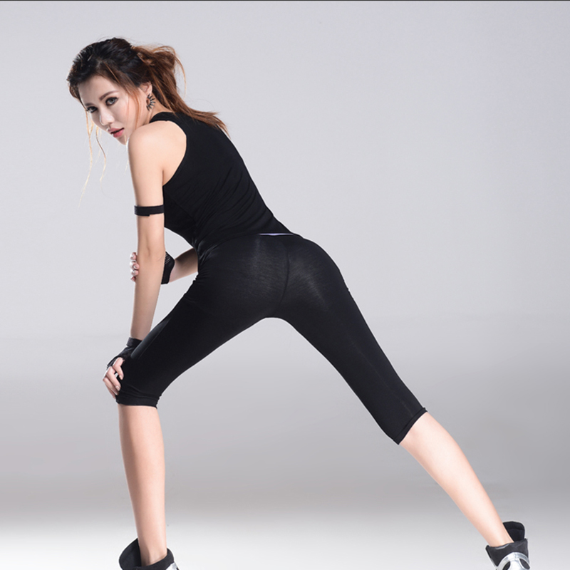 New Summer Women Sport High Quality 2 Pieces Yoga Set Solid Vest & Fifth Pants Gym Clothes Sport Wear Running Outdoor Jogging