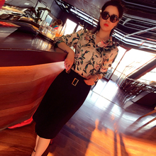 Europe and the United States the new spring 2017 star with printed long sleeve shirt + leisure fashion handbags hip skirt outfit