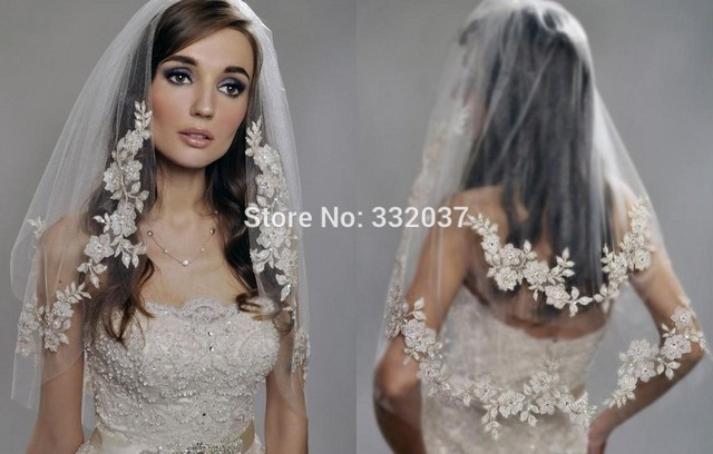 2017 Vintage White Ivory Short Wedding Bridal Veil Elbow Length Two Layer Beaded Lace Veils
