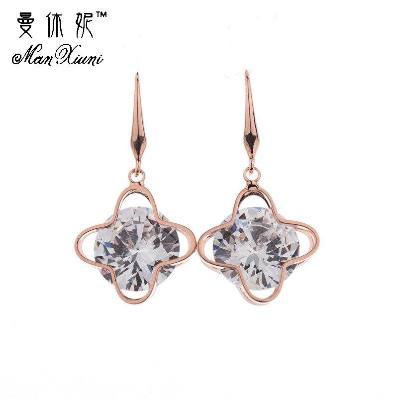 100% QualitäT Manxiuni Höhlen Goldene Clover Anhänger Baumeln Ohrringe Mode Frauen Eardrop Luxus Zirkonia Schmuck Zubehör