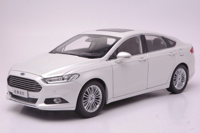 118 Scale Diecast Model Car For Ford Mondeo Fusion 2013 White SUV Alloy Toy