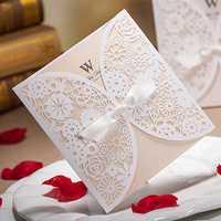 50 шт. белый роскошный Кружево Свадебные Приглашения элегантный тиснением ленты бабочка конверт Бумага Печать Свадебные Приглашения карты