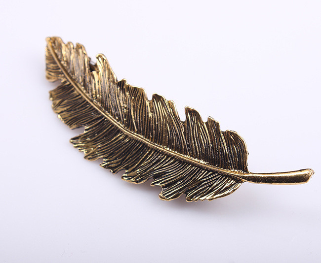 HTB1QVhcLpXXXXXwaXXXq6xXFXXXA Stylish Feather Hair Clip Statement Head Jewelry For Women in 3 Colors