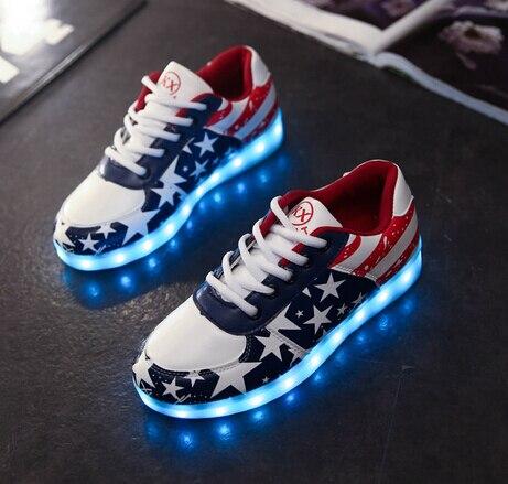 Nouveau USB LED de charge enfants chaussures garçons filles semelle en caoutchouc bas pour aider à lacets lumineux éclairé veilleuse flash enfants chaussure