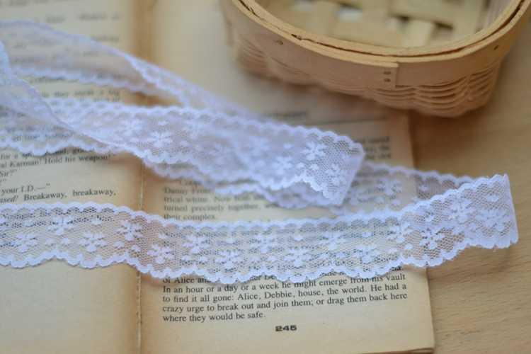 FAI DA TE bianco del merletto del poliestere del merletto di pizzo bambola di accessori 2.5 centimetri di larghezza