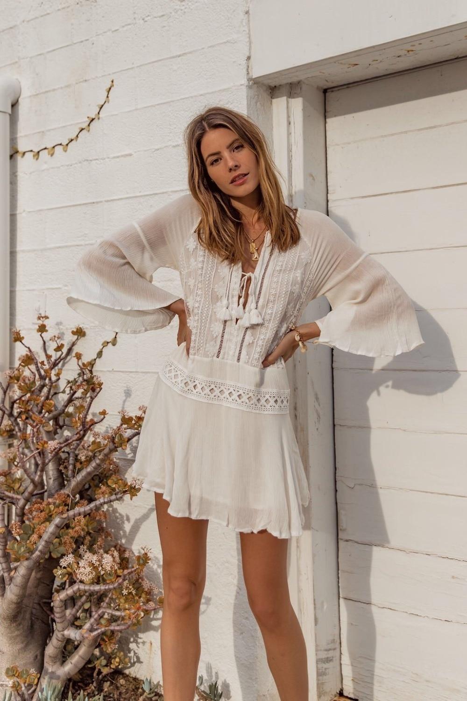 2019 Sexy Beach Cover Up Swimsuit White Lace Tassels Beach Dress Women Bikini Swimwear Bathing Suit Summer Beach Wear