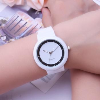 цена Women's Simple Girls Students Quartz Analog Jelly Wrist Watch Silicone Band Round Dial онлайн в 2017 году