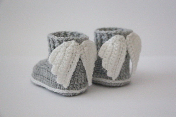 Crochet baby booties, baby shoes, boots, wings, angel, white, gray, grey, photo prop, baby shower gift  size: 9cm,11cm,13cm шаблон для мема с дрейком