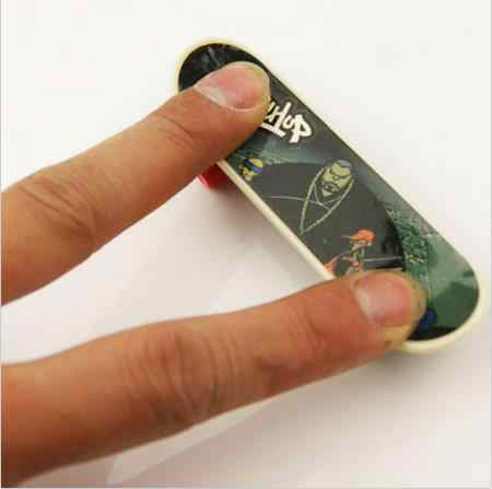 1pcs מיני סקייט פלסטיק סטנטים לשפשף אצבע קטנוע להחליק משחק צעצוע Randomger סקייטבורד חיף