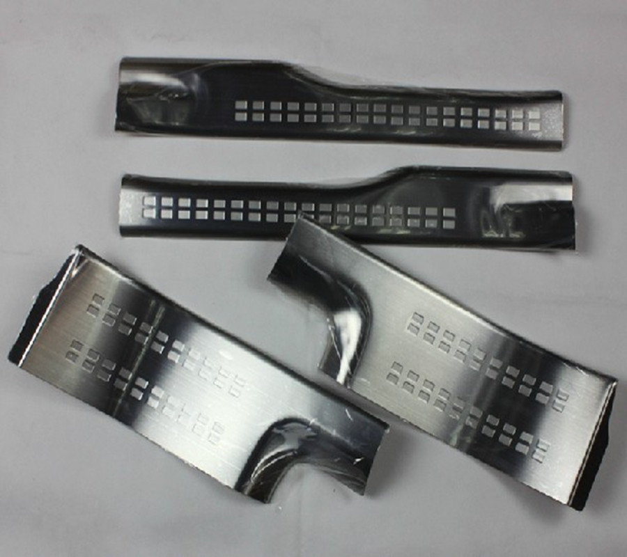 Garniture de plaque de seuil de seuil de porte intérieure latérale en acier inoxydable 4 pièces pour 2013 Mitsubishi Outlander samouraï