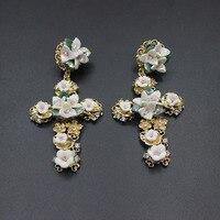 2017 European And American Catwalk Earrings Baroque Retro Palace Porcelain Flower Cross Earrings 303