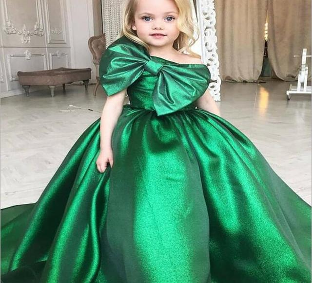 2d7cad63d Emerald Green Ball Gown Girl's Pageant Dresses 2018 One Shoulder Flower Girls  Dresses Big Bow First Communion Dresses for Girls