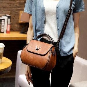 Image 5 - Sacoches en cuir véritable pour femmes, sacoches en V à verrouillage en lettre Design, sacs à bandoulière de luxe, sac à main pour filles