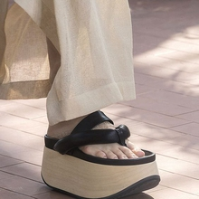 цены New  Fairy Wind Wood Shoe Muffin Cake Thick-soled Herringbone Sandals and Girl Toe-clip Slippers on Summer Fashion Week