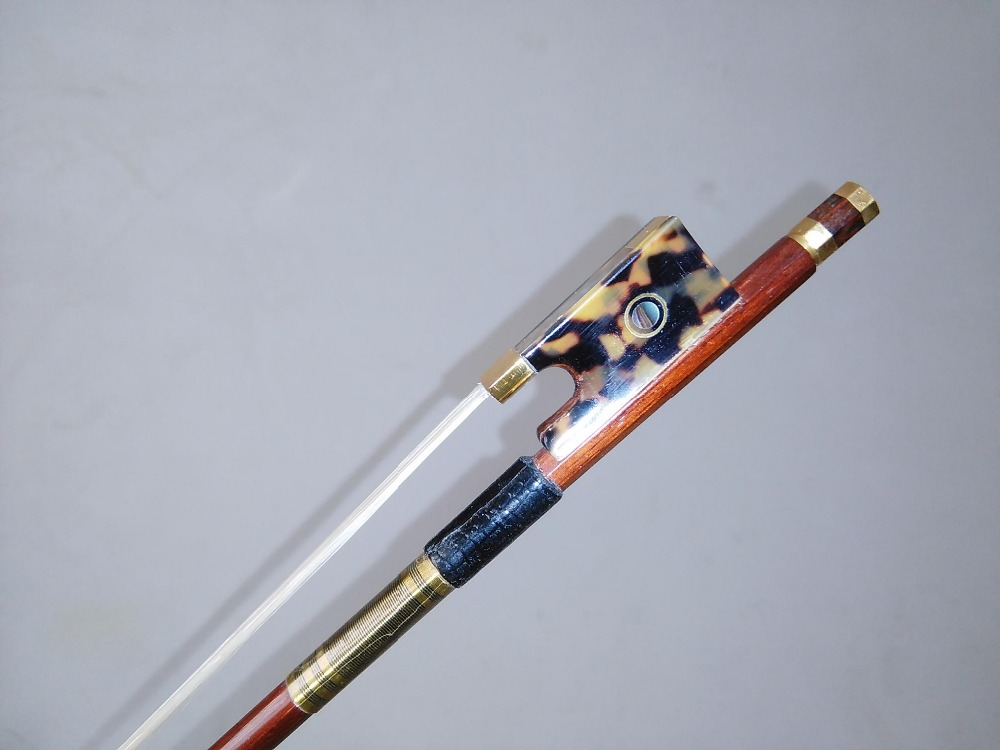 1 PC Nice Quality Violin Bow Brazil Wood Round Bow Stick with Hawksbill frog 4/4 white bow hair 1 4 size 812vb pernambuco violin bow high density ebony frog with nickel silver good quality hair straight violin accessories