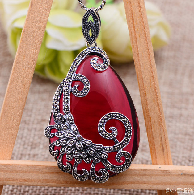 Jimei silver jewelry wholesale 925 sterling silver jewelry inlaid Ruby mosaic sweater chain pendant jewelry bag mail jewelry wholesale 925 sterling silver inlaid garnet red zirconium pendant lady retro sweater chain silver pendant