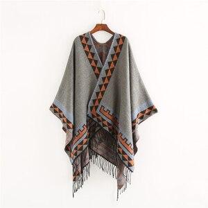 Image 4 - Mingjiebihuo nowa europejska i modna w stylu amerykańskim geometryczna imitacja koloru wygodny temperament ciepłe ponczo szalik