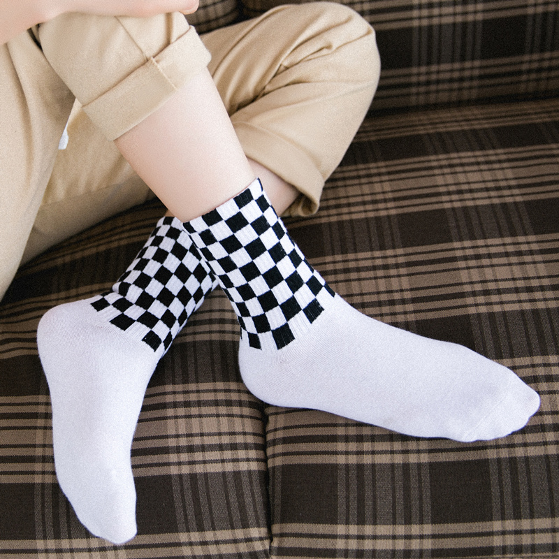 Women's Novelty White and Black Squares Skateboard   Socks  .Chic Harajuku Checkerboard Hiphop   Socks   Sox Long   Sock   Meias