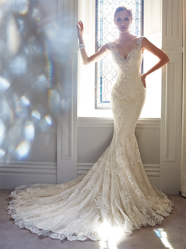 2016 Elegant Crystal V neck Bodice and Back Zipper with Buttons Lace beaded Chapel Train Mermaid Wedding dresses in Wedding Dresses from Weddings Events