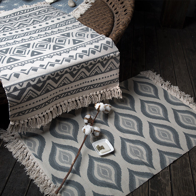 Retro Geometric Patterned Bedroom Carpet with Tassels