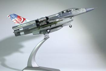 цена на WLTK 1/72 Scale Military Model Toys RSAF F-16D Fighting Falcon Fighter Diecast Metal Plane Model Toy For Collection,Gift