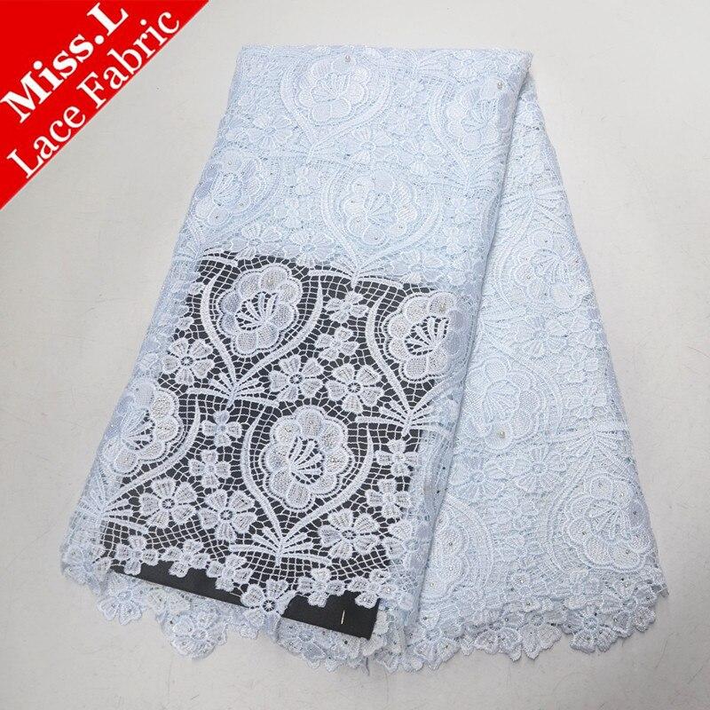 Tissu africain blanc de dentelle Soluble dans l'eau avec des pierres tissu nigérian de dentelle dentelle africaine de cordon avec des perles pour la robe blanche de mariée
