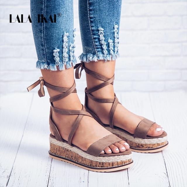 LALA IKAI/Летние туфли на плоской подошве слипоны из флока Ремешок на щиколотке модные однотонные Босоножки с открытым носком женская обувь на платформе 014C2087-4
