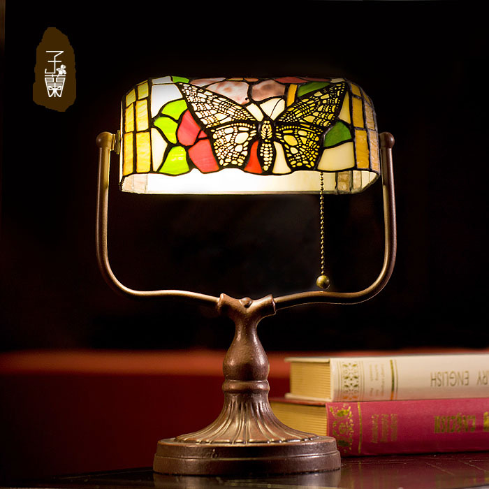 European banker lampTiffany desk lamp retro butterfly bedroom bedside lamp north european style retro minimalist modern industrial wood desk lamp bedroom study desk lamp bedside lamp