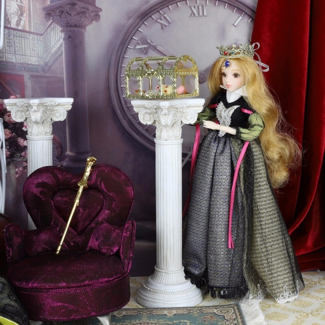 TAROT CARD Major Arcana The emperor joint body doll white skin with crown golden blonde hair 34cm east barbi 3