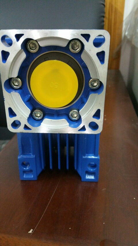 цена на 7.5: 1-80: 1 worm reducer NMRV050 14 mm Input shaft rv050 worm gear reducer Speed reducer for NEMA 34 engine