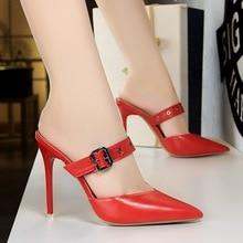 Sepatu Leder Logam Wanita