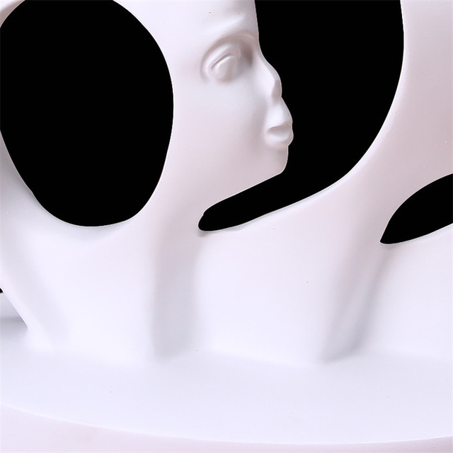Modern A Family of Three Statue Home Decoration Accessories People Sculpture White Black Resin Figurines Abstract Art Craft Gift 4