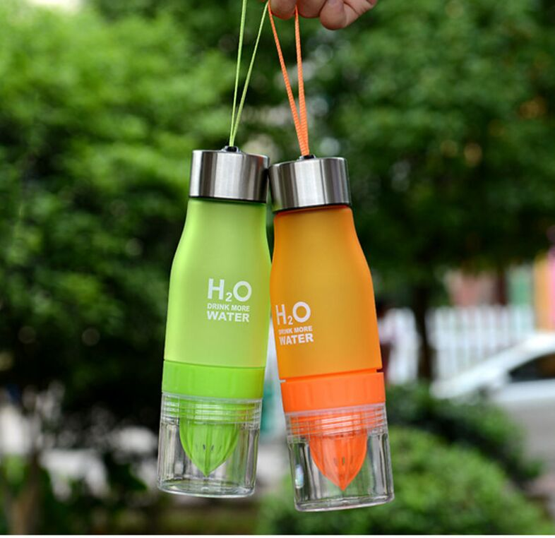 Creative Fruit Juice Infuser Water Bottle 650ml H2O Plastic Portable Lemon Juice Bottle For Water Outdoor Shaker Sport