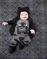DXT195 2017 Новый мальчик в девочке нейтральный одежда с длинным рукавом письмо футболка + брюки 2 шт./комплект .. новорожденных bebe одежда для новорожденных
