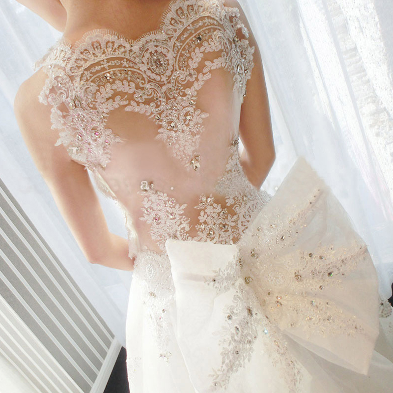 2019 Luxury Scoop Crystal Appliques Wedding Dress with Bow Beads Wedding Gowns Vintage Train Birdal Dress