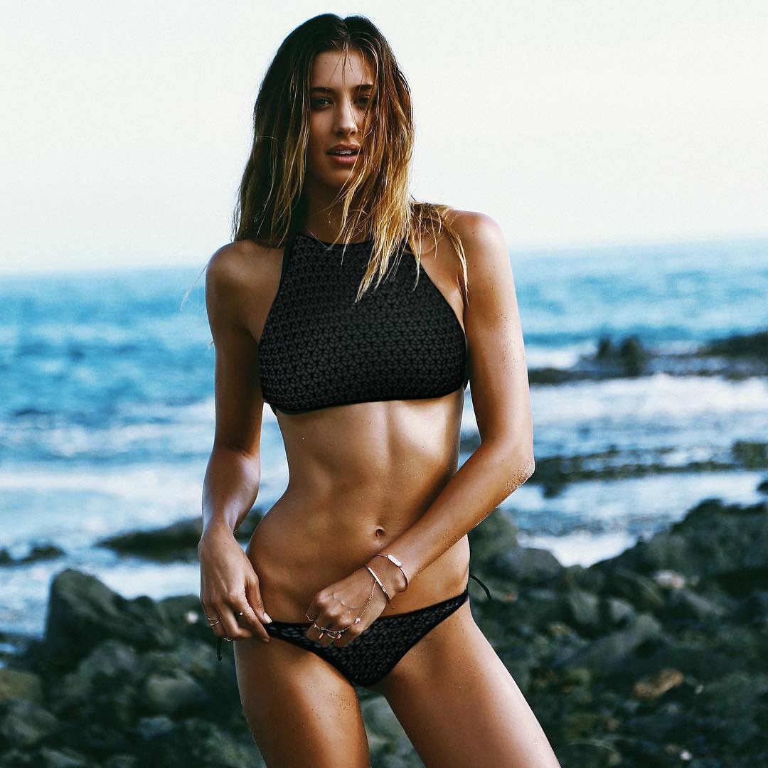 2019 Sexy Alta Neck Bikini Swimwear Swimsuit Mulheres Set Bikini Brasileiro preto fios Net oco out Halter Top Praia wear banho