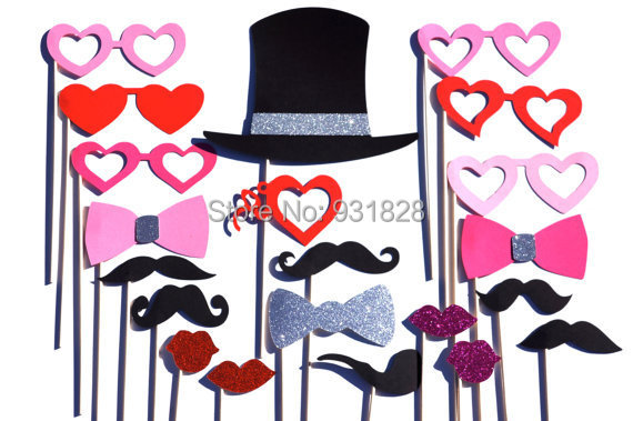 Valentines Day Photo Booth Prop Set With GLITTER   21 Pieces On A Stick    Great