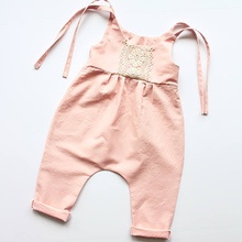 Nyfödda Baby Girl Ruffles Lace Blommiga Rompers Tiny Cottons Ärmlös Rosa Baby Toddler Jumpsuit Solglasögon Outfit Baby Onesie