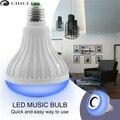 Inteligente Sem Fio Bluetooth LEVOU Bulbo 12 W 110 V 220 V RGB LEVOU Orador Reprodução de música + Lâmpada Luzes E27 Lâmpada para Casa Com Controle Remoto IR 24Key